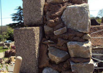 Constitution des murs de la maison neuve du Mas de Charles-20cm de bloc de chanvre et 30 cm de mur en pierre-Mas de Charles-Livernon