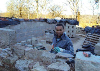 Construction des murs de la maison neuve du Mas de Charles - Livernon