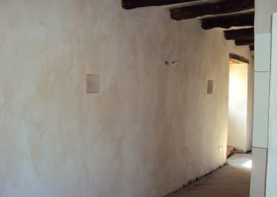 Intérieur de-la-grange au Mas de Charles restaurée en habitation