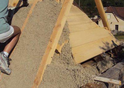 Réalisation de l'isolation des toitures en chanvre chaux du Mas de Charles-Livernon