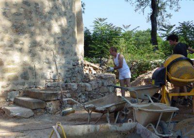 Stage construction de l'escalier d'accès au moulin en pierre -juin2015