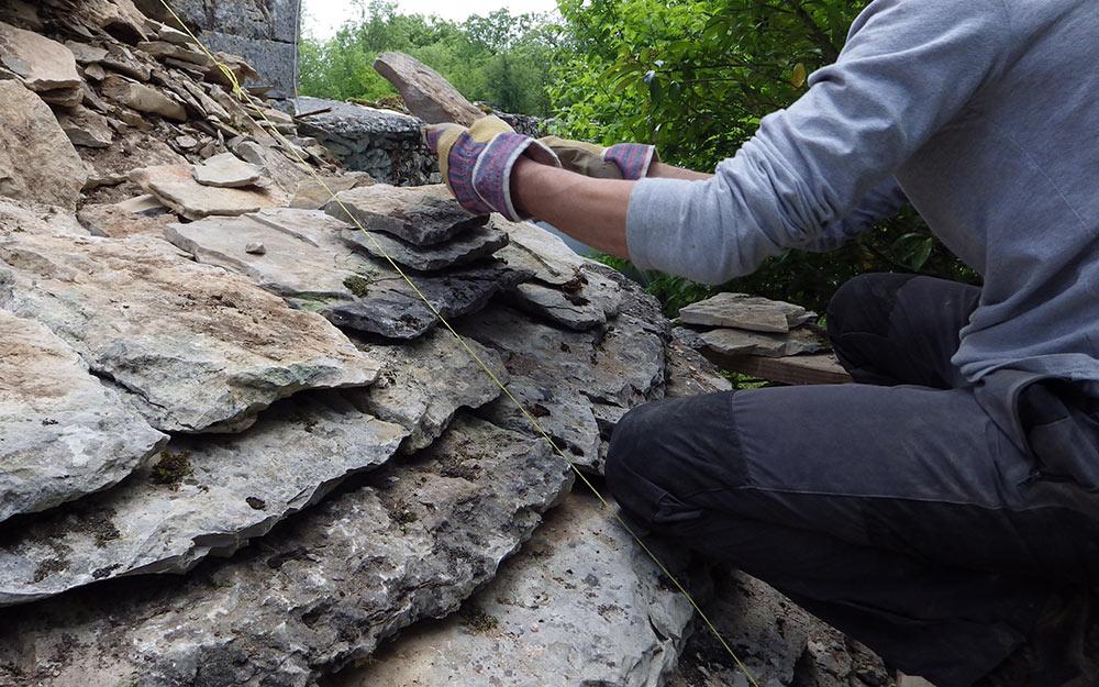 Formation Pose de Lauzes Calcaires - eco construction Lot
